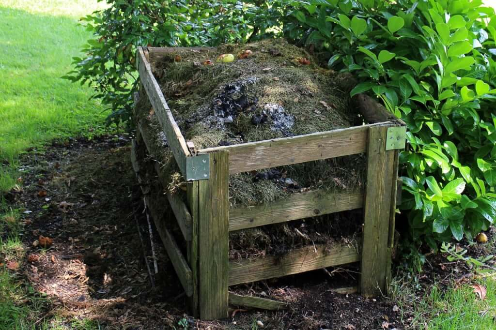 Proteggi la compostiera con una rete metallica